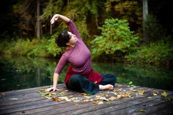 Yoga am Naturbadeteich im Wald hinter dem Biohotel der daberer | Foto: der daberer. das biohotel/F. Neumüller