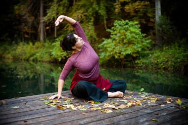 Yoga am Naturbadeteich im Wald hinter dem Biohotel der daberer (Dab-1580) | Foto: der daberer. das biohotel/F. Neumüller