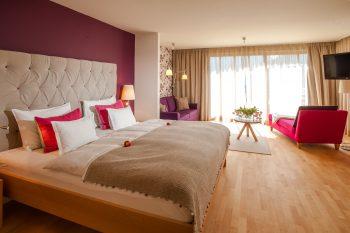 Eines der hell-freundlichen Hotelzimmer im Biohotel der daberer | Foto: der daberer. das biohotel/F. Neumüller