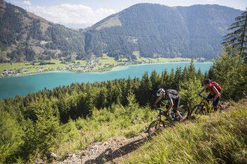 Mountainbike-Naturtrail am Weissensee mit Blick auf den See | Foto: Bergbahnen Weissensee/Heiko Mandl