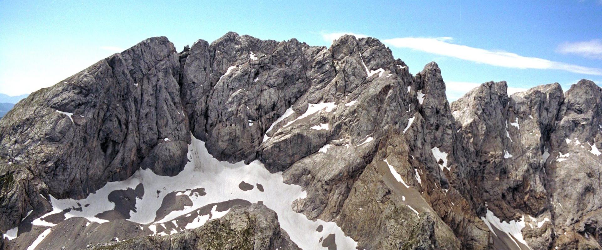 Der Eiskar-Gletscher in den Karnischen Alpen aus der Luft
