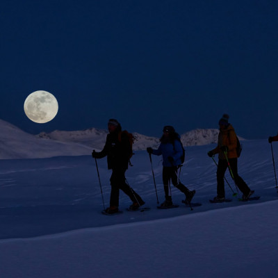 Schneeschuhwandern bei Vollmond ist genial. Meist reicht das Mondlicht und man kann muss die Stirnlampe gar nicht einschalten