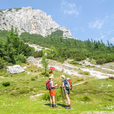F009312-hikers_at_vrsic_pass_by_marko_sinkovec-photo-m
