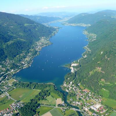 Region Villach Tourismus_Ossiacher See Sicht Paraglider_Paul Ganitzer